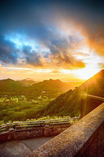 オアフ島「壮大なハワイの日の出」:スマホ壁紙(11)
