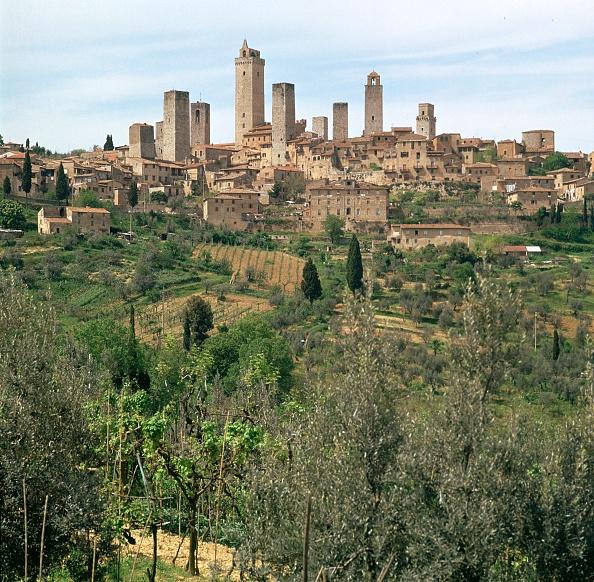 San Gimignano「The medieval towers of San Gimignano in Tuscany, Italy, 13th century.」:写真・画像(14)[壁紙.com]