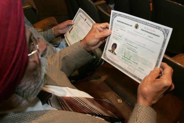 USA「Immigrants Become US Citizens At Naturalization Ceremony」:写真・画像(13)[壁紙.com]