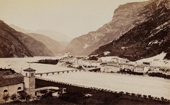 1880-1889「View Of Chiusaforte」:写真・画像(1)[壁紙.com]