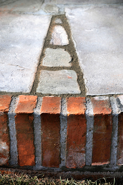 Mortar - Weapon「Recently pointed joints drying out on a patio laid with natural stone slabs and reclaimed red bricks, UK」:写真・画像(10)[壁紙.com]