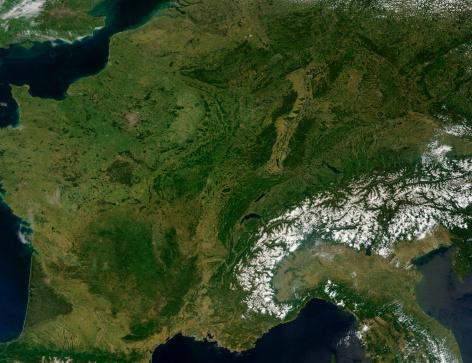 自然地理学「May 25, 2011 - True-color satellite view of France. To the southeast, the peaks of the Alps are covered with snow. 」:スマホ壁紙(4)