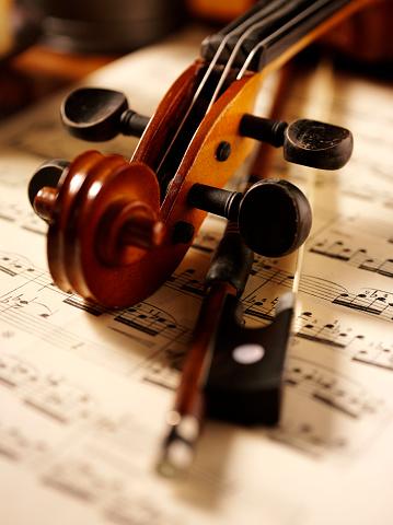 Violin「Violin and Bow」:スマホ壁紙(15)