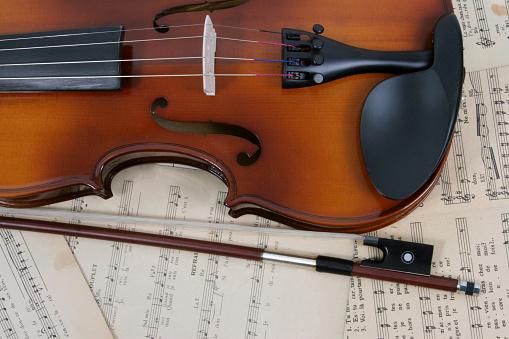 Violin「Violin and music sheet」:スマホ壁紙(18)