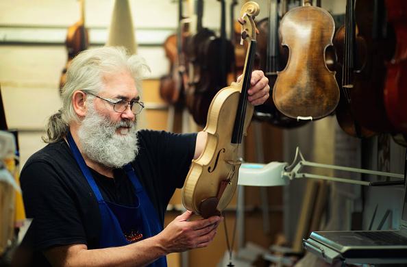 Violin「Violin And Bow Maker Michael Phoenix」:写真・画像(0)[壁紙.com]