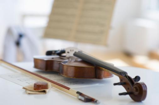 Violin「Violin and sheet music」:スマホ壁紙(1)