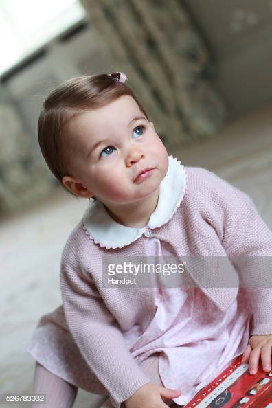 King's Lynn「Princess Charlotte - Official Photographs Released Ahead Of First Birthday」:写真・画像(14)[壁紙.com]