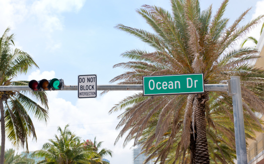 Miami Beach「Ocean Drive の道路名の標識、米国マイアミフロリダ州」:スマホ壁紙(13)