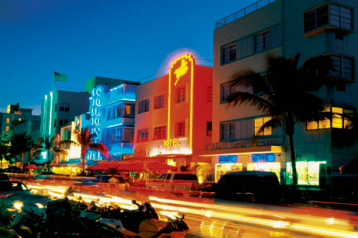 Miami Beach「Ocean Drive at night in Miami Beach, Florida, USA」:スマホ壁紙(11)