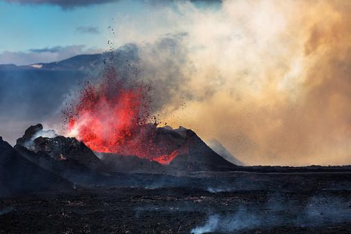Erupting「Eruption, Holuhraun, Bardarbunga Volcano, Iceland」:スマホ壁紙(2)