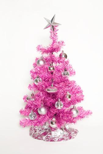 キッチュ「Pink Christmas tree on white background」:スマホ壁紙(13)