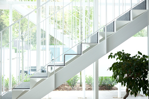 Steps and Staircases「Empty staircase in an office building」:スマホ壁紙(12)