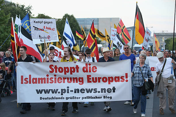 Pegida Supporters March In Berlin:ニュース(壁紙.com)