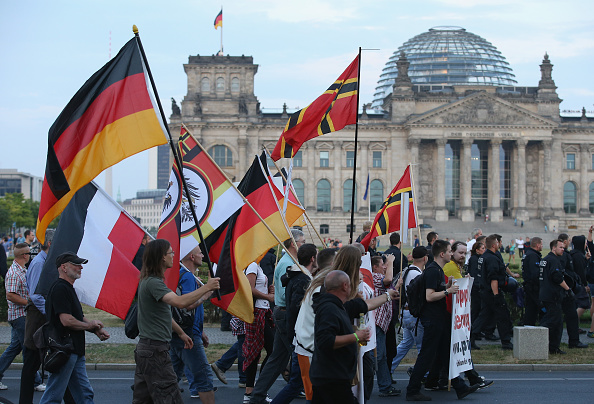 Patriotism「Pegida Supporters March In Berlin」:写真・画像(6)[壁紙.com]
