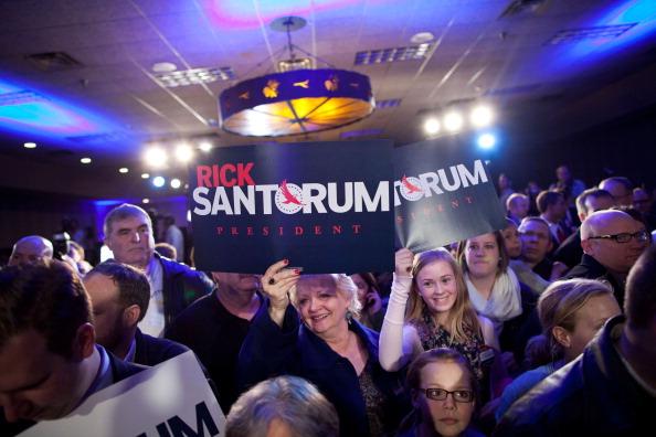 Waiting「Rick Santorum Attends Caucus Night Event」:写真・画像(3)[壁紙.com]