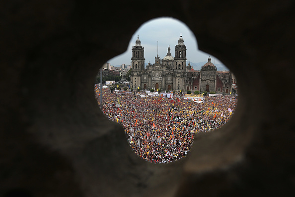 スクエア「PRD Presidential Candidate Obrador Holds Final Campaign Rally In Mexico City」:写真・画像(6)[壁紙.com]