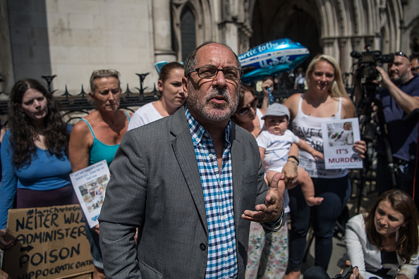 Carl Court「High Court To Hear Evidence In Case Of Terminally Ill Baby」:写真・画像(18)[壁紙.com]