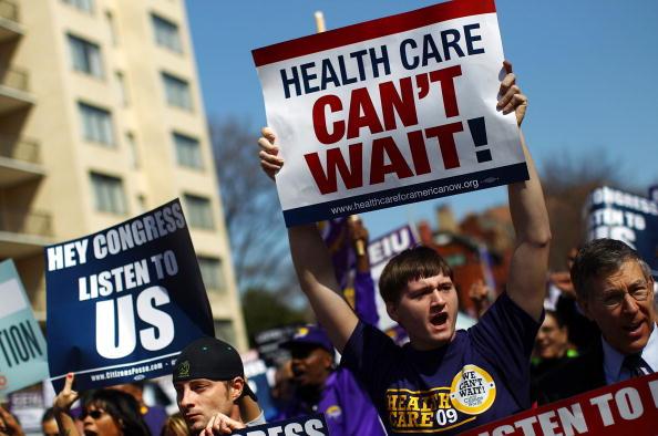 Medical Insurance「Activists Group Stages Health Care Protest Outside Insurer's Meeting」:写真・画像(11)[壁紙.com]