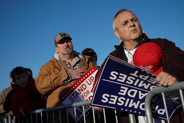 Drew Angerer「President Trump Holds Rally For Mississippi GOP Senate Candidate Cindy Hyde-Smith In Tupelo」:写真・画像(1)[壁紙.com]