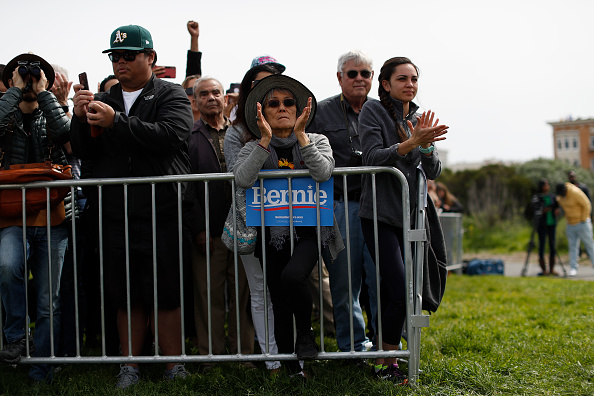 アメリカ合衆国「Democratic Presidential Candidate Bernie Sanders Holds Rally In San Francisco」:写真・画像(6)[壁紙.com]