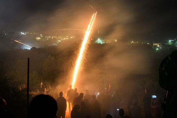 Homemade「Rival Churches Celebrate Easter With Annual Firework Rocket War」:写真・画像(4)[壁紙.com]