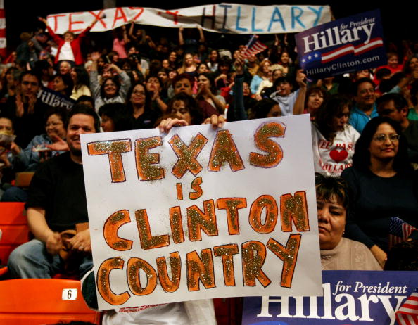 Support「Hillary Clinton Attends Campaign Rally In El Paso」:写真・画像(5)[壁紙.com]