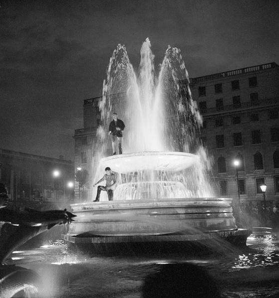 Fountain「Trafalgar Square Celebrations」:写真・画像(5)[壁紙.com]