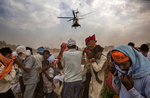 Helicopter「Candidates Campaign In Final Round Of Indian Elections」:写真・画像(17)[壁紙.com]