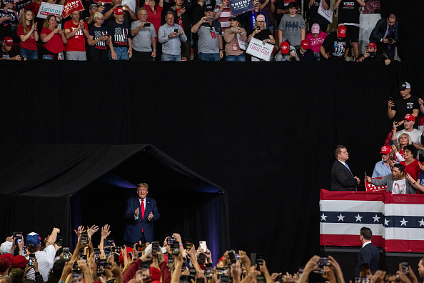 Arizona「President Donald Trump Holds Campaign Rally In Phoenix」:写真・画像(2)[壁紙.com]