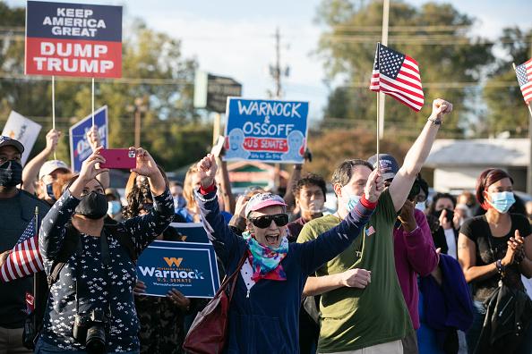 Jessica McGowan「Reverend Warnock And Jon Ossoff Campaign For Georgia Runoff Senate Elections」:写真・画像(9)[壁紙.com]