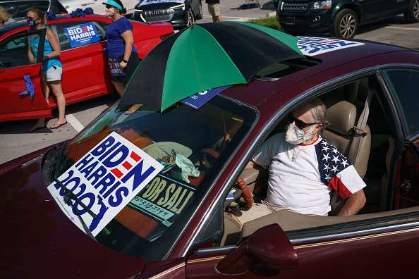 Land Vehicle「Joe Biden Campaigns For President In Florida」:写真・画像(2)[壁紙.com]