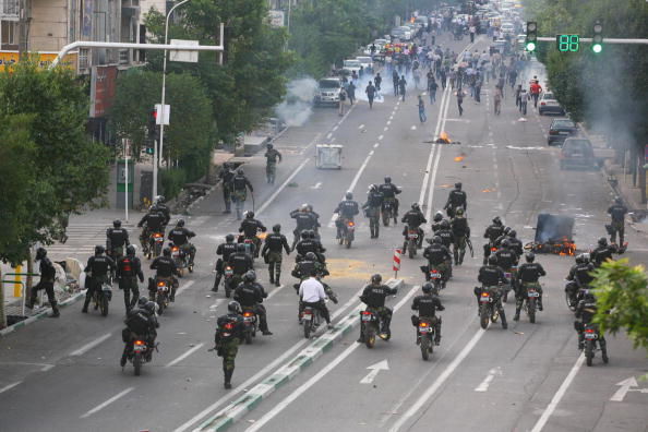 Tehran「Unrest Continues After Iranian Presidential Elections」:写真・画像(19)[壁紙.com]