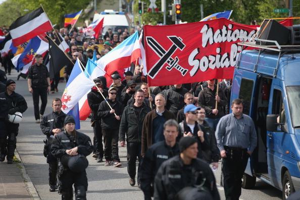 ネオナチ「May Day In Germany: Rostock」:写真・画像(12)[壁紙.com]