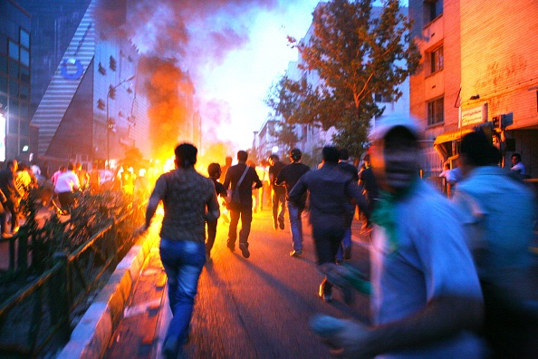 Protest「Unrest Continues After Iranian Presidential Elections」:写真・画像(13)[壁紙.com]