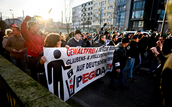 North Rhine Westphalia「Right-Wing Groups Rally Following Cologne Sex Attacks」:写真・画像(13)[壁紙.com]