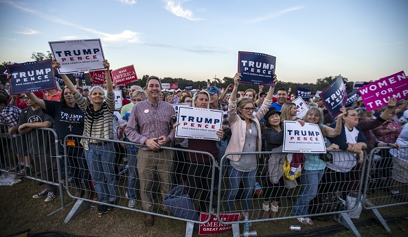 Tallahassee「Republican Presidential Nominee Donald Trump Holds Campaign Rally At The Tallahassee Car Museum」:写真・画像(3)[壁紙.com]