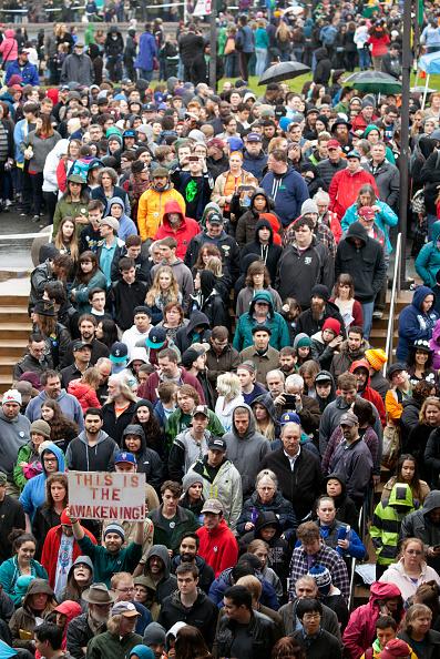 Matt Mills McKnight「Democratic Presidential Candidate Bernie Sanders Campaigns In Seattle, Washington」:写真・画像(18)[壁紙.com]