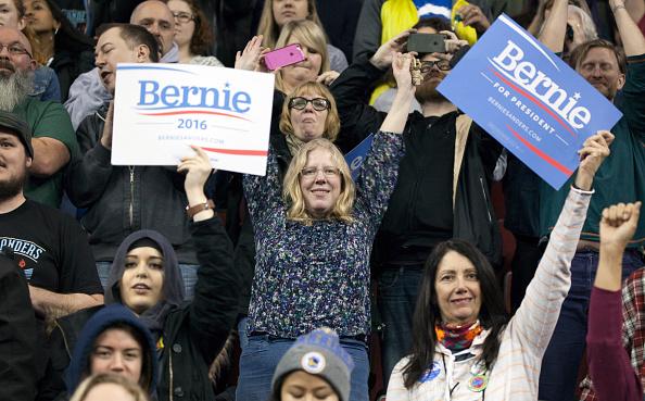 Matt Mills McKnight「Democratic Presidential Candidate Bernie Sanders Campaigns In Seattle, Washington」:写真・画像(5)[壁紙.com]