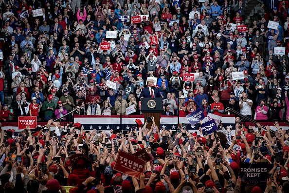 Political Rally「President Trump Holds Rally In New Hampshire Day Before State's Primary」:写真・画像(8)[壁紙.com]
