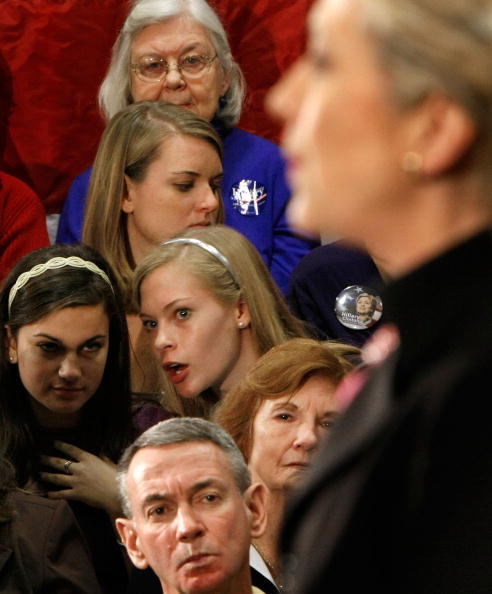 Support「Clinton Campaigns In South Carolina Ahead Of Primary」:写真・画像(7)[壁紙.com]