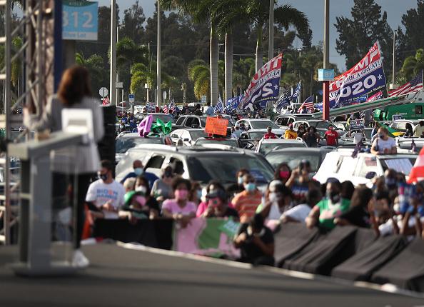 Florida - US State「Democratic VP Candidate Kamala Harris Campaigns In South Florida」:写真・画像(14)[壁紙.com]