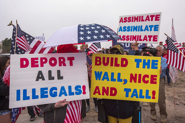 Supporter「Pro-Trump Activists Hold Rally On Border Supporting President And His Immigration Policies」:写真・画像(6)[壁紙.com]
