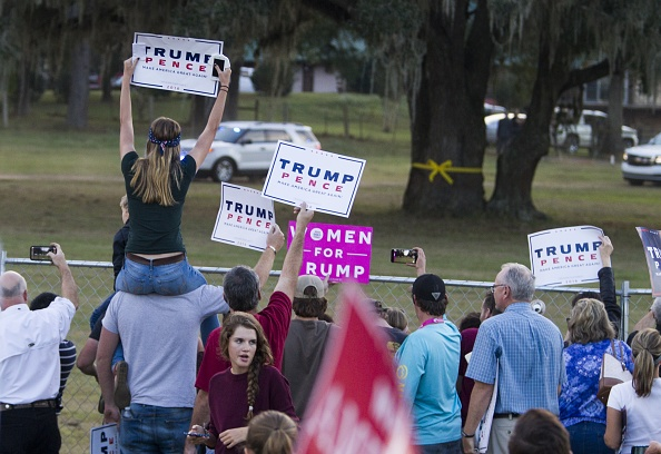 Tallahassee「Republican Presidential Nominee Donald Trump Holds Campaign Rally At The Tallahassee Car Museum」:写真・画像(10)[壁紙.com]