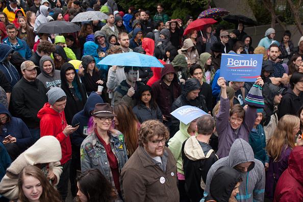 Matt Mills McKnight「Democratic Presidential Candidate Bernie Sanders Campaigns In Seattle, Washington」:写真・画像(7)[壁紙.com]