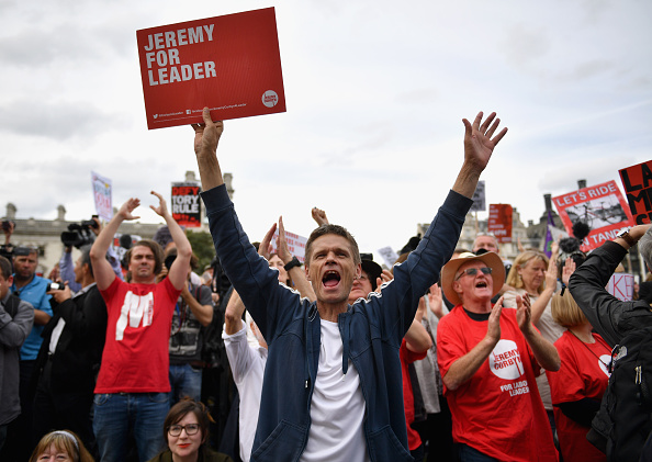 Motion「Momentum Members Rally In Support Of Jeremy Corbyn」:写真・画像(0)[壁紙.com]