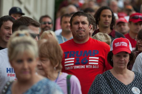 Matt Mills McKnight「Donald Trump Campaigns In Washington State」:写真・画像(2)[壁紙.com]