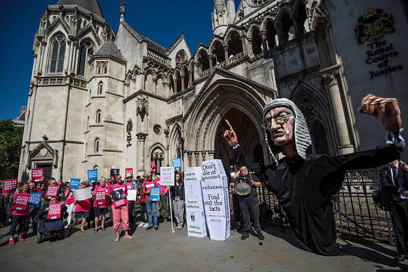 Respect「Assisted Dying Judicial Review Takes Place At The Royal Courts Of Justice」:写真・画像(8)[壁紙.com]