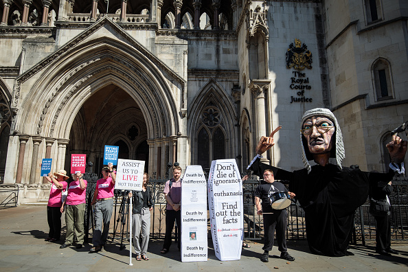 Respect「Assisted Dying Judicial Review Takes Place At The Royal Courts Of Justice」:写真・画像(2)[壁紙.com]