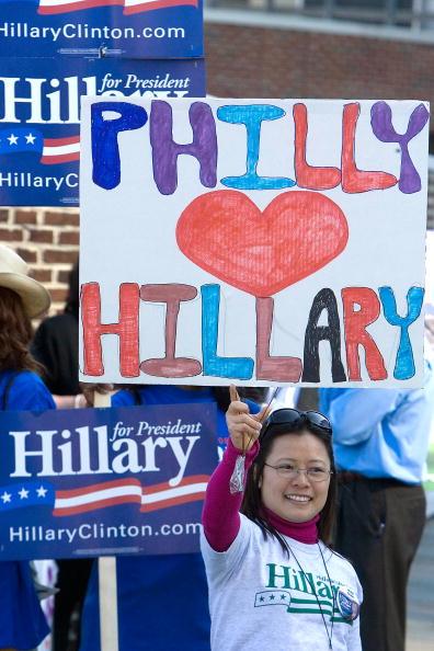 Support「Clinton And Obama Debate In Philadelphia」:写真・画像(1)[壁紙.com]