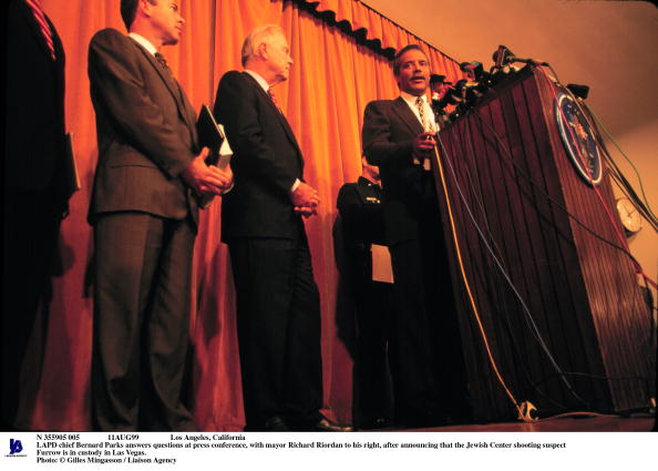 Plowed Field「Lapd Chief Bernard Parks Answers Questions At Press Con」:写真・画像(3)[壁紙.com]